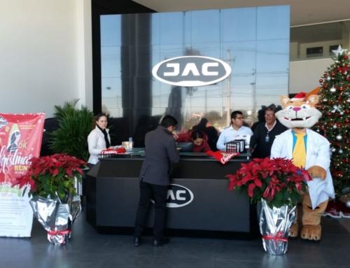 Entrega de paquetes Christmas Run JAC Metepec